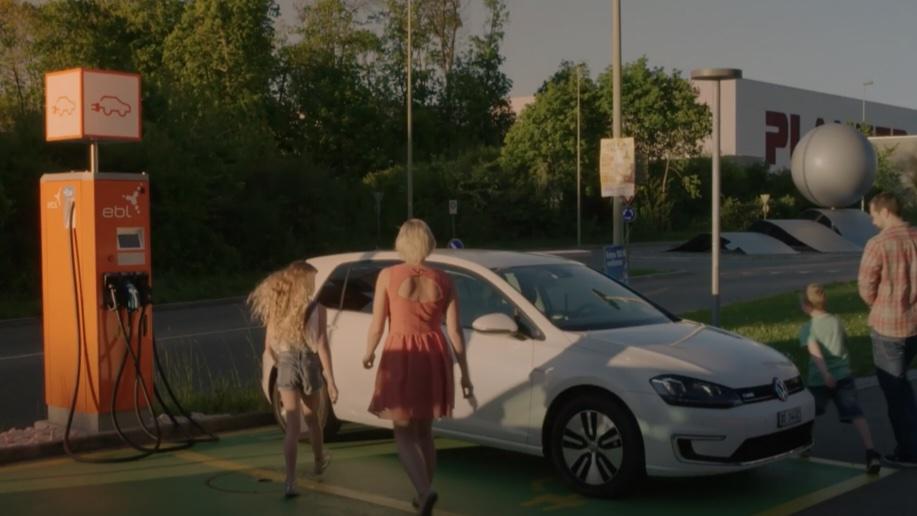 E-Mobility: Die EBL bewegt mit Strom.